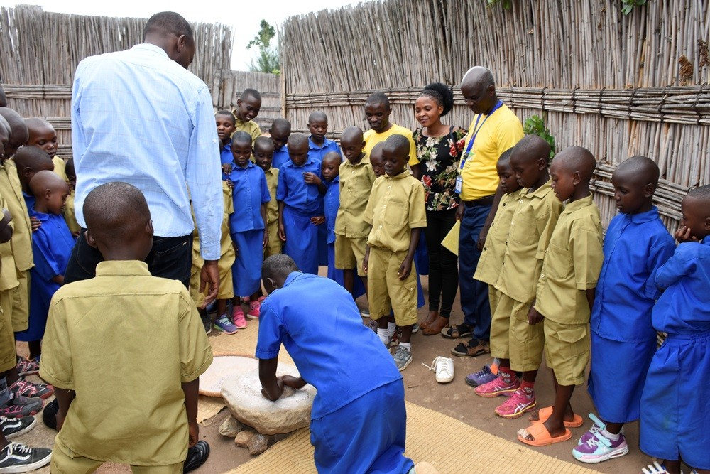 Children visit to the King's Palace Museum in Rukari/Nyanza